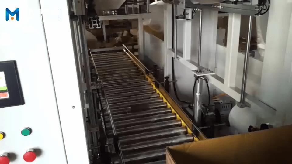纸箱套袋机 纸箱内套塑料膜机视频案例