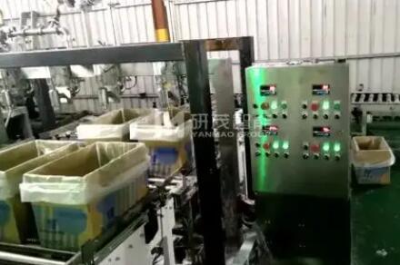 液体纸箱套袋机 定量灌装机客户现场视频