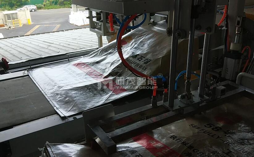 PP塑料蛇皮袋覆膜套内胆机器  25KG猪饲料套内衬袋子机器